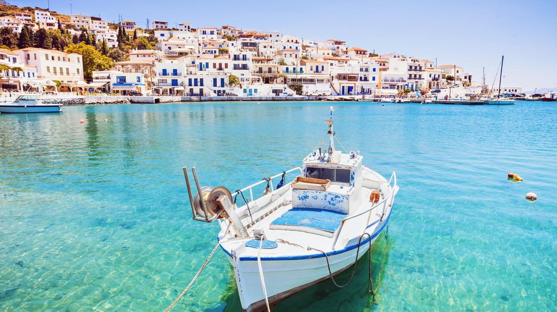 Beautiful view at Batsi village, Andros island, Cyclades, Greece | © Kite_rin / Shutterstock