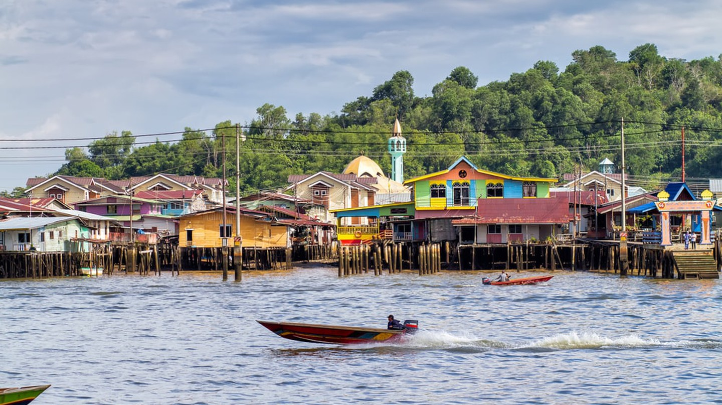 Water taxis in Kampong Ayer