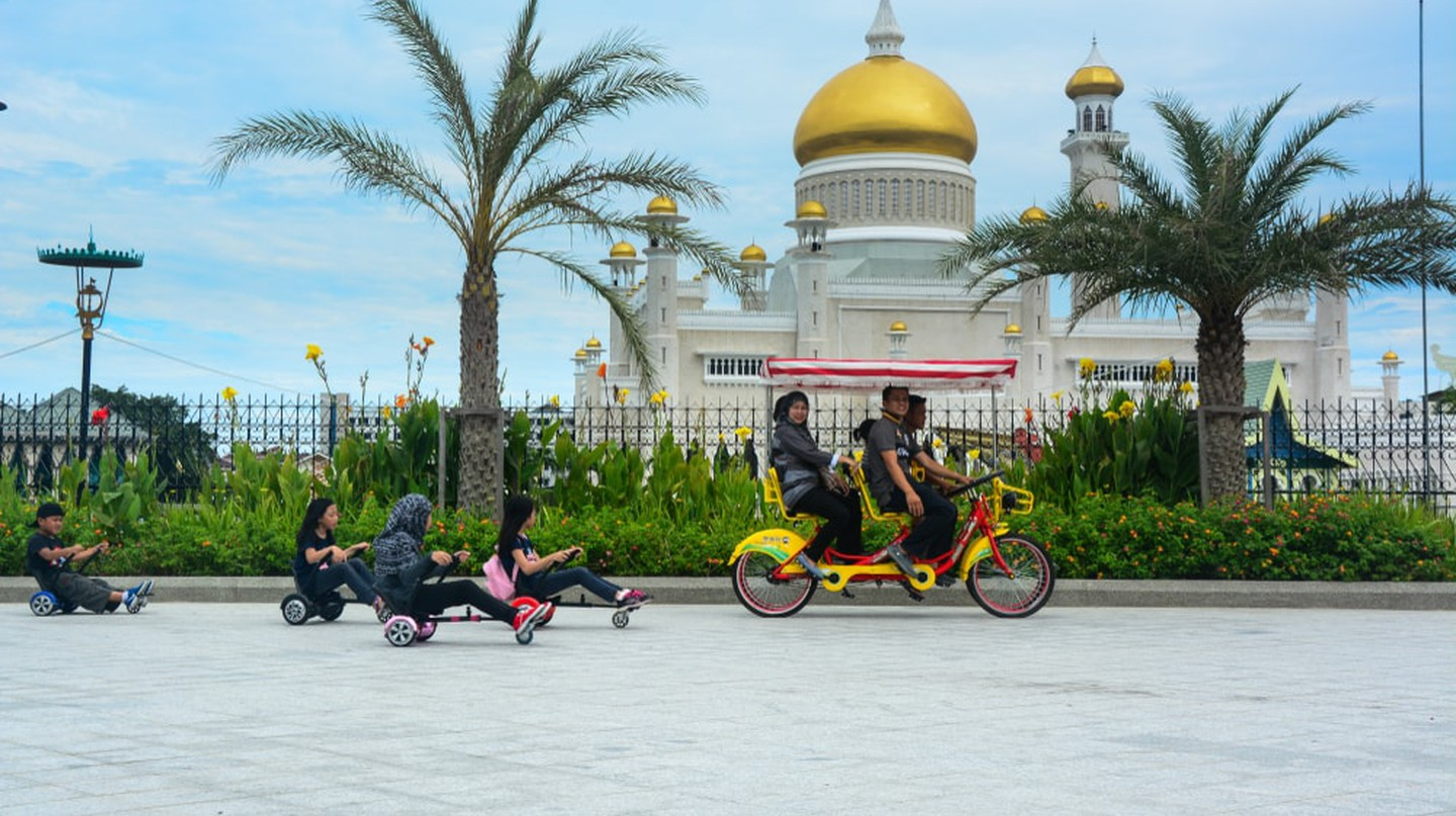 A family cycling in Bandar Seri Begawan