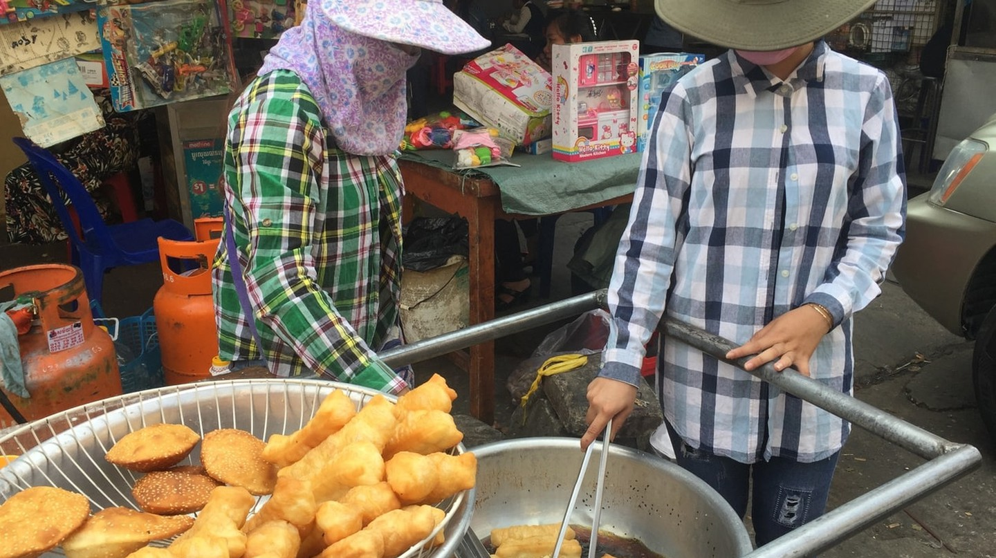 Food carts can be found throughout Phnom Penh
