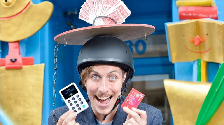 Edinburgh Festival Fringe Street Performer Wilf Keys Magic (Matthew Keys) With The iZettle Reader