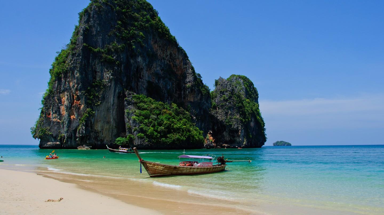 White sands and karst scenery of Krabi