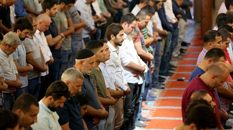 Turkish Muslims pray at the Suleymaniye Mosque