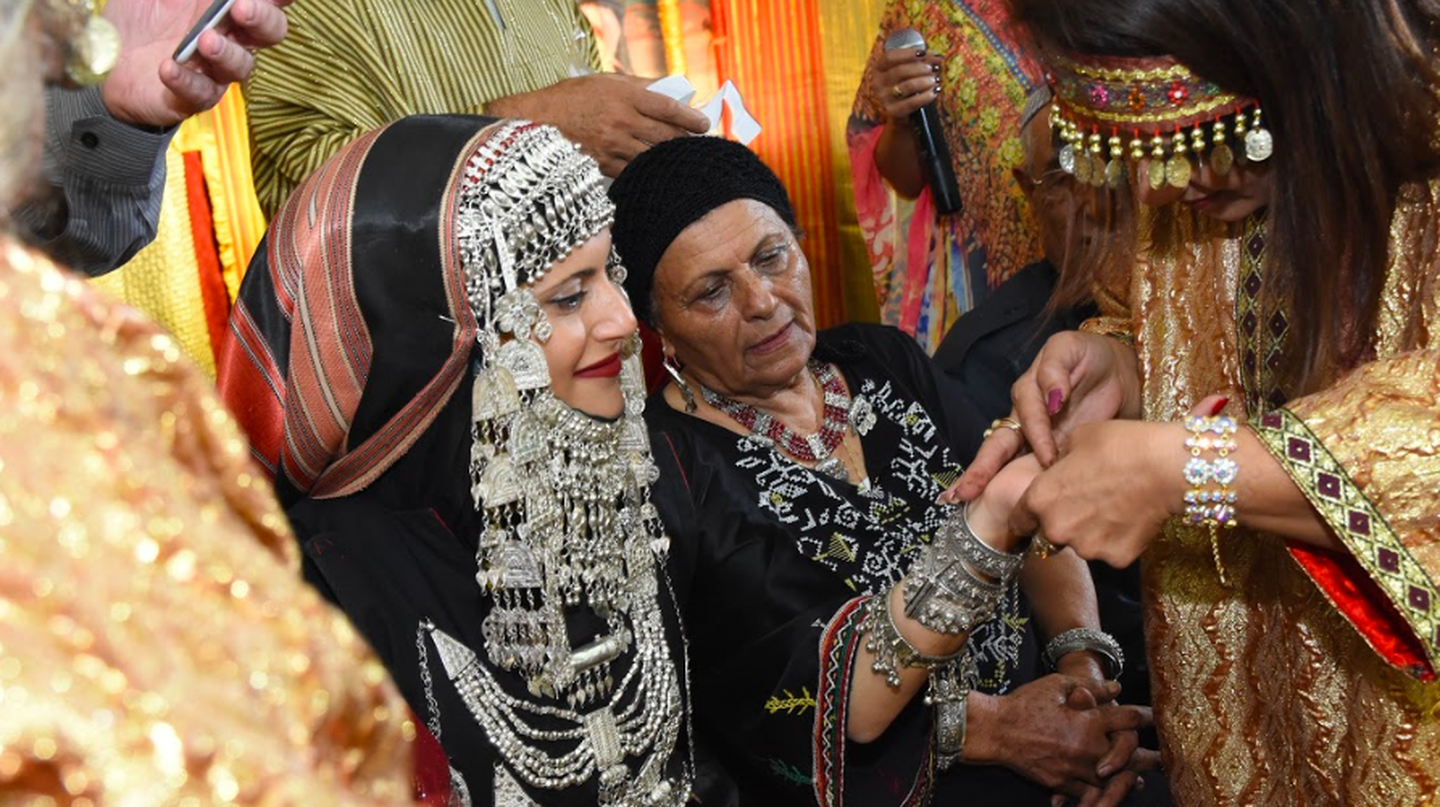 Henna being applied to an Israeli bride