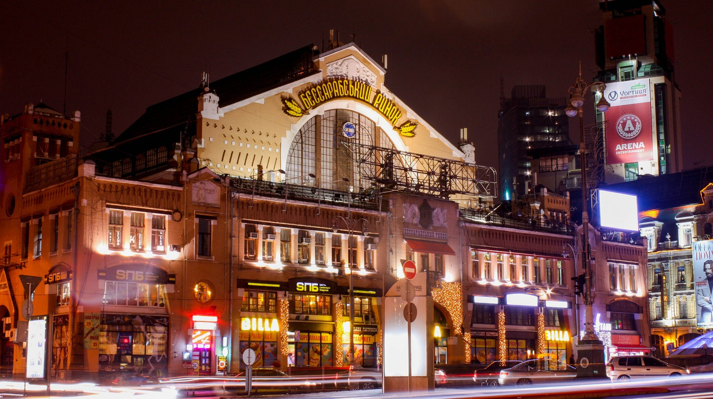 Bessarbsky Market at night