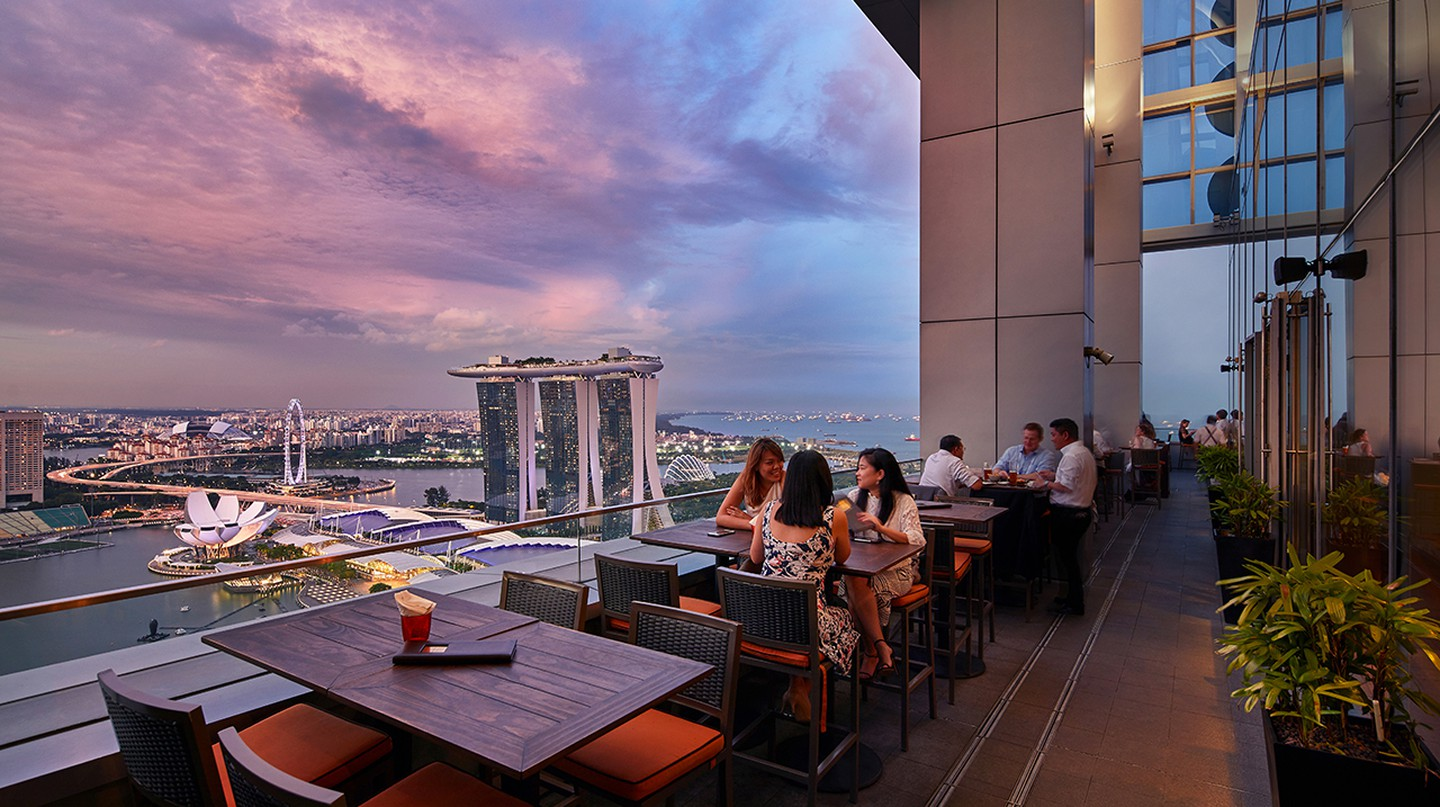 The 10 Most Romantic Bars for Dates in Singapore