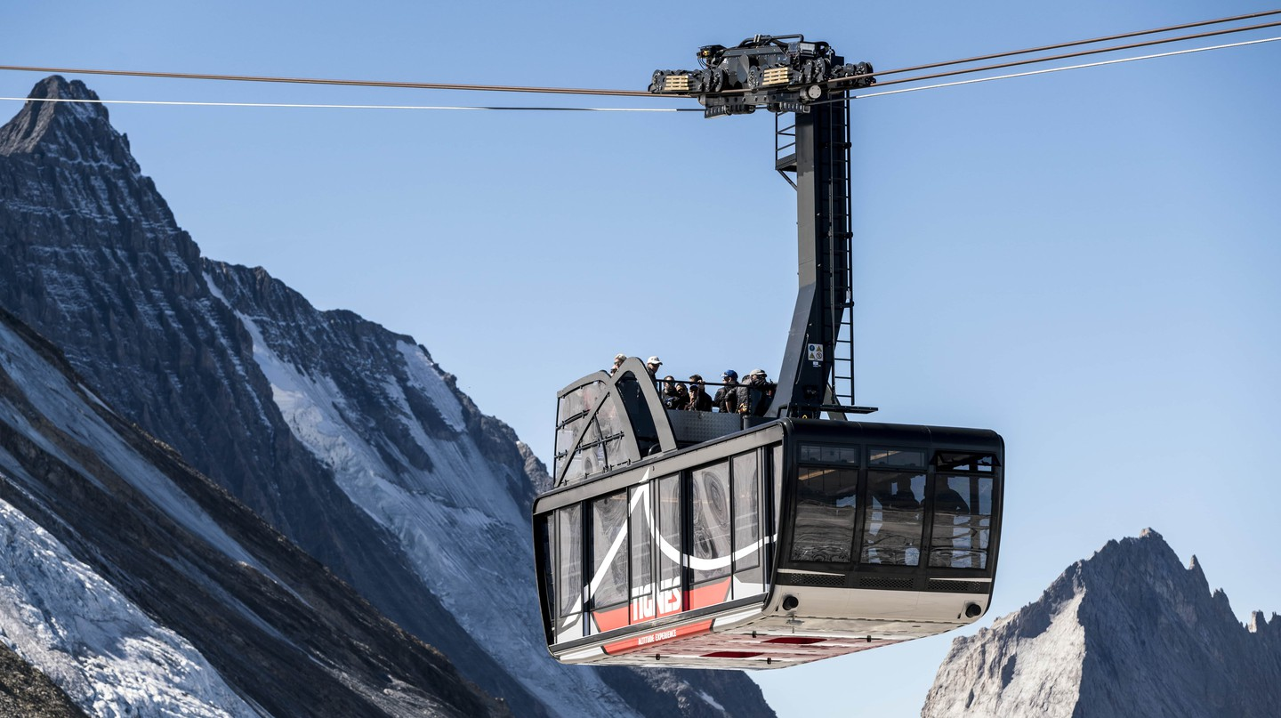 The new cables car and roof terrace command unrivalled views of the famous Mont Blanc | © S Cande