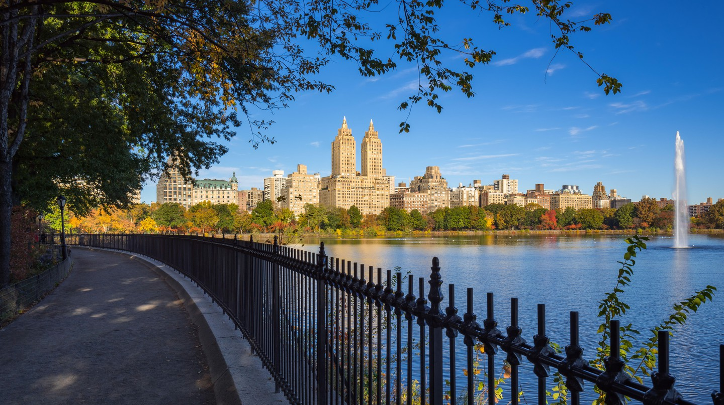 Fountain of the Central Park Reservoir in fall, New York City