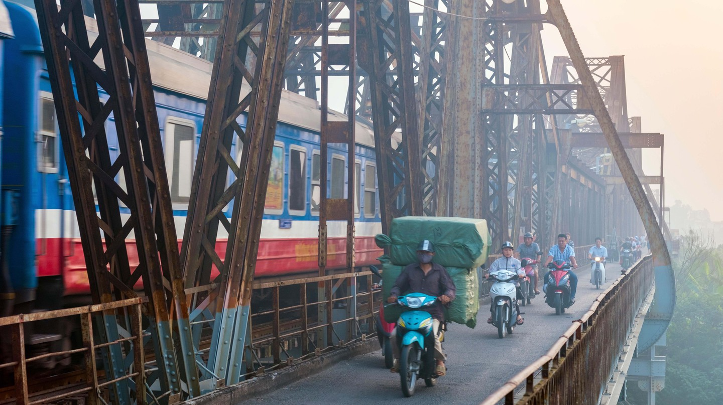 Visitors can use both train and motorbike to travel between Ho Chi Minh City and Hanoi