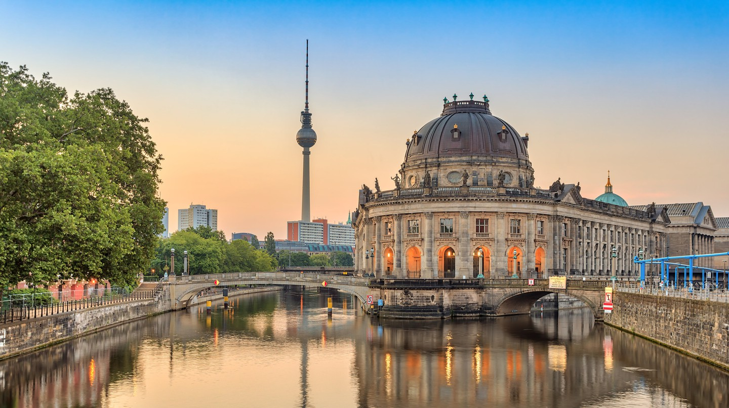 Between sights like Museum Island and the legendary nightlife, a spa hotel is a wise choice for your stay in Berlin