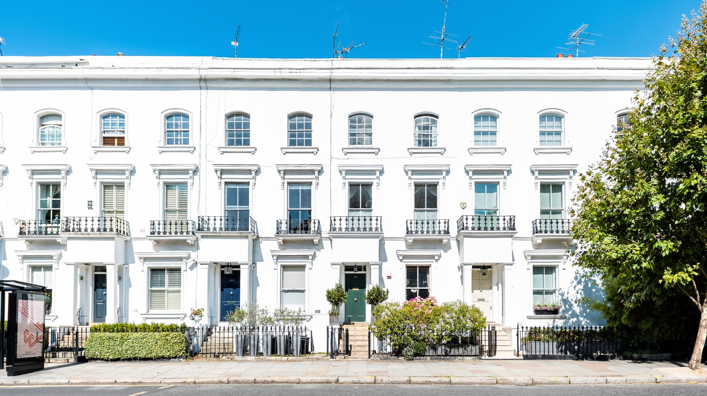 White Georgian architecture in Chelsea, London.