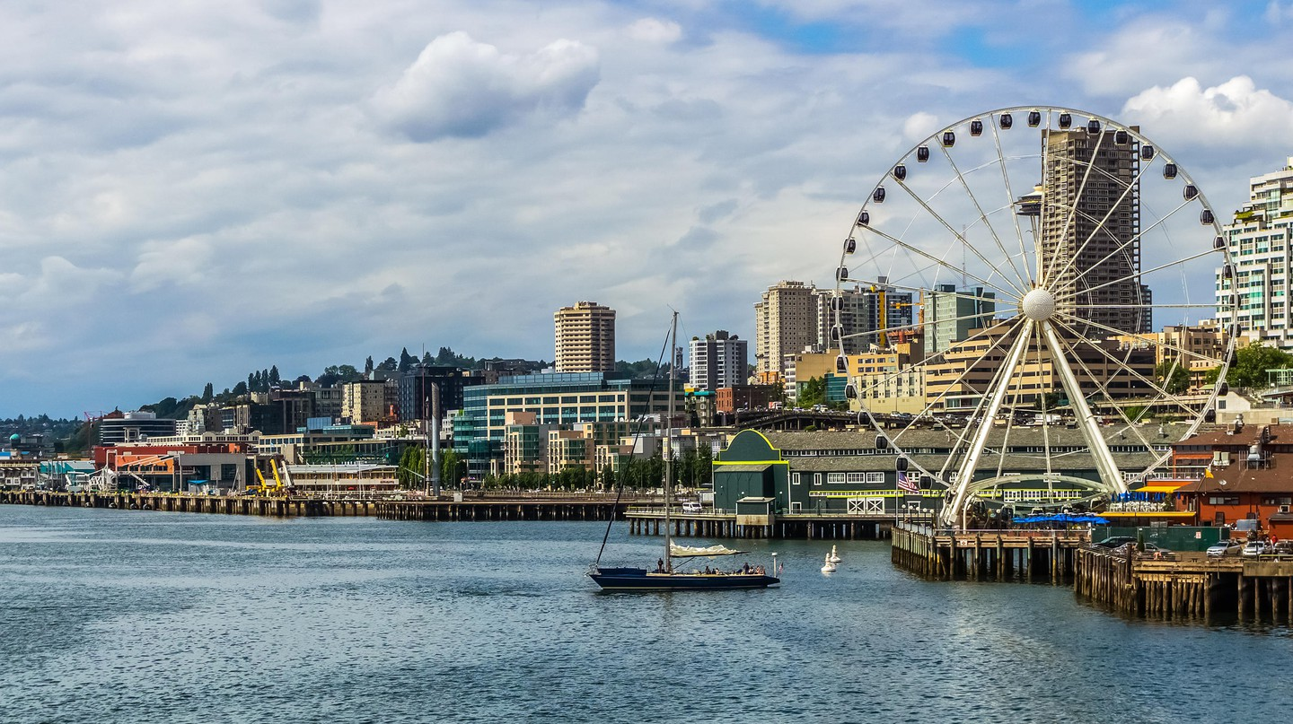 The Seattle Great Wheel is a popular tourist attraction