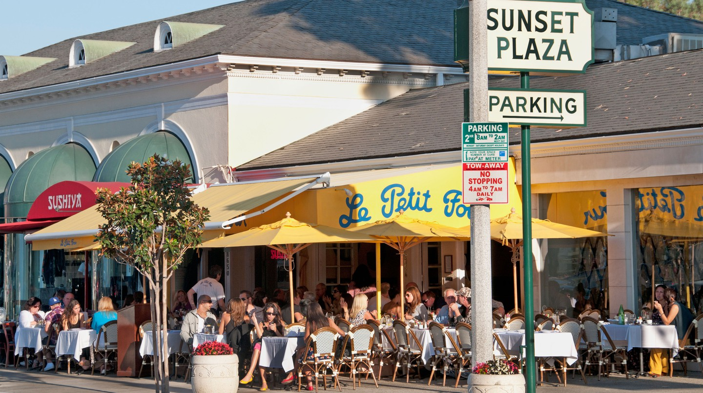 People eating and drinking on Sunset Boulevard, Beverly Hills