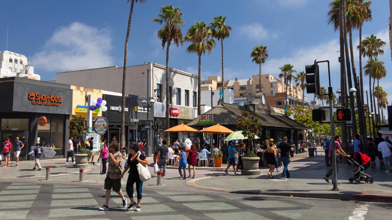 Bars and restaurants in Santa Monica, California