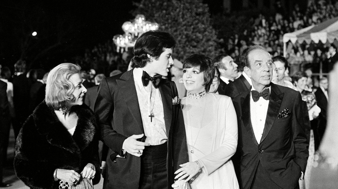 Liza Minnelli arrives with her fiance and family at the annual Academy Awards presentation in Los Angeles