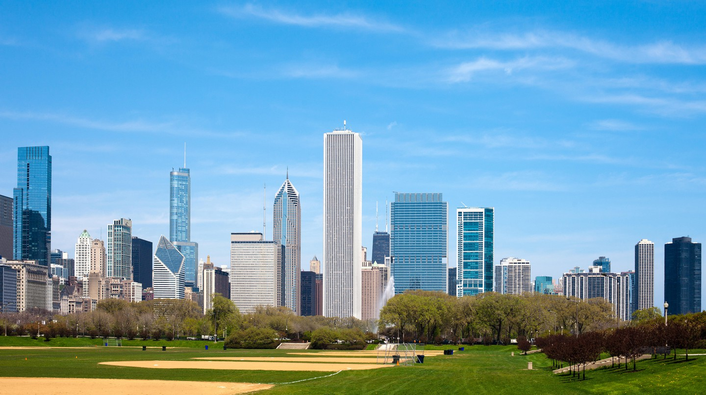 A tight budget needn't mean your trip to Chicago can't still be a comfortable one