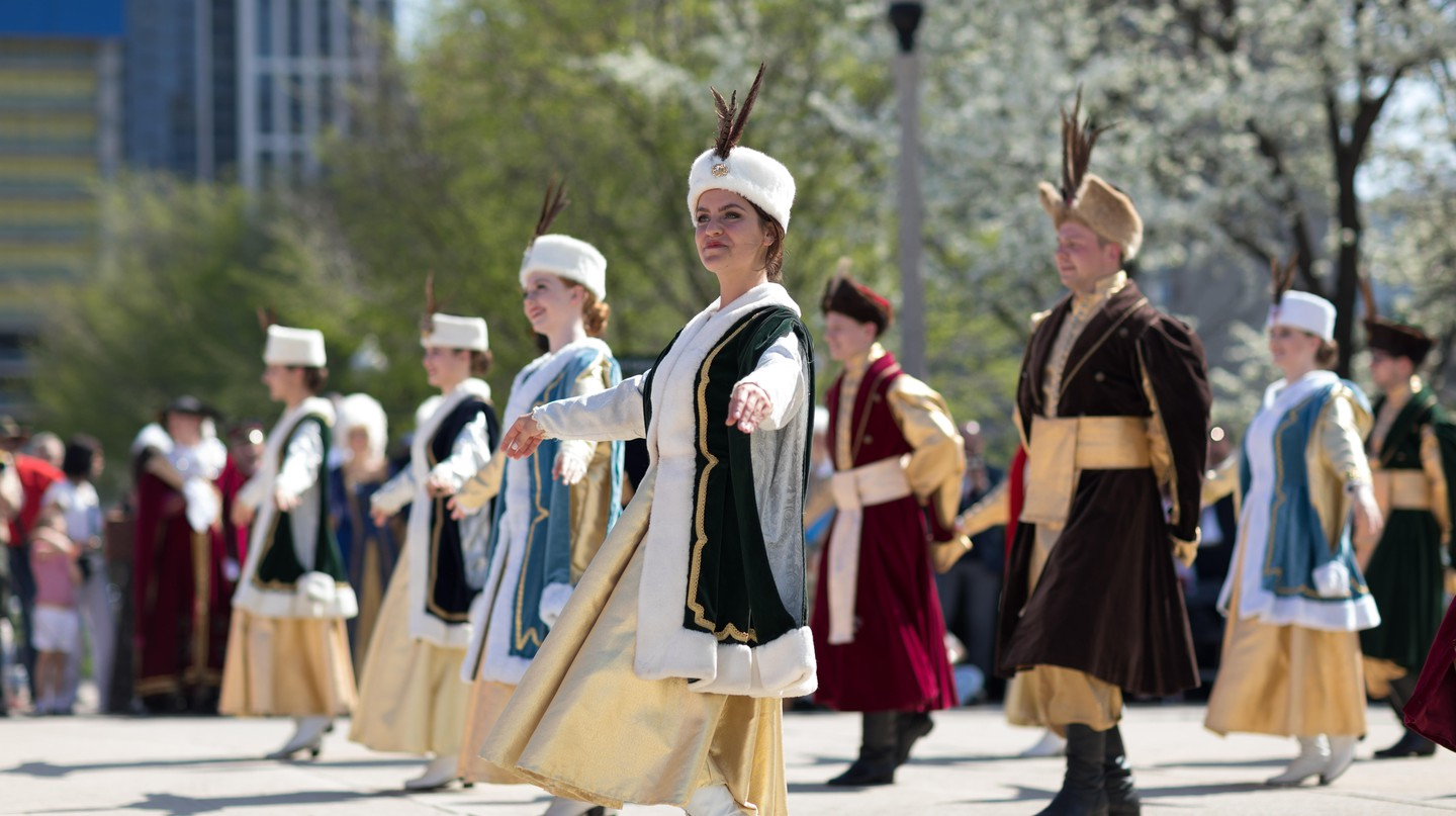 Polina (Polish folk song and dance ensemble) performs in Chicago