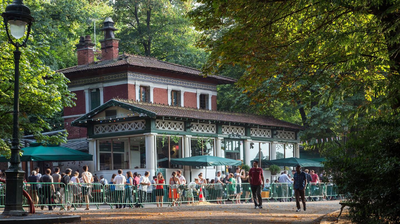 Open-air pub, Rosa Binheur, Paris