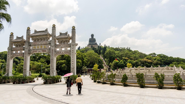Entrance gate to Tian Tin monastery and the Big Buddha