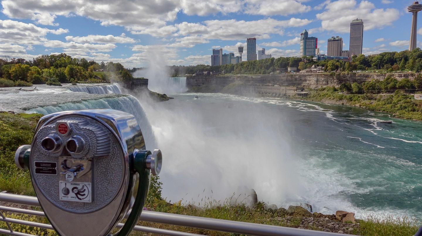 Find out how to get to Niagara Falls from Toronto