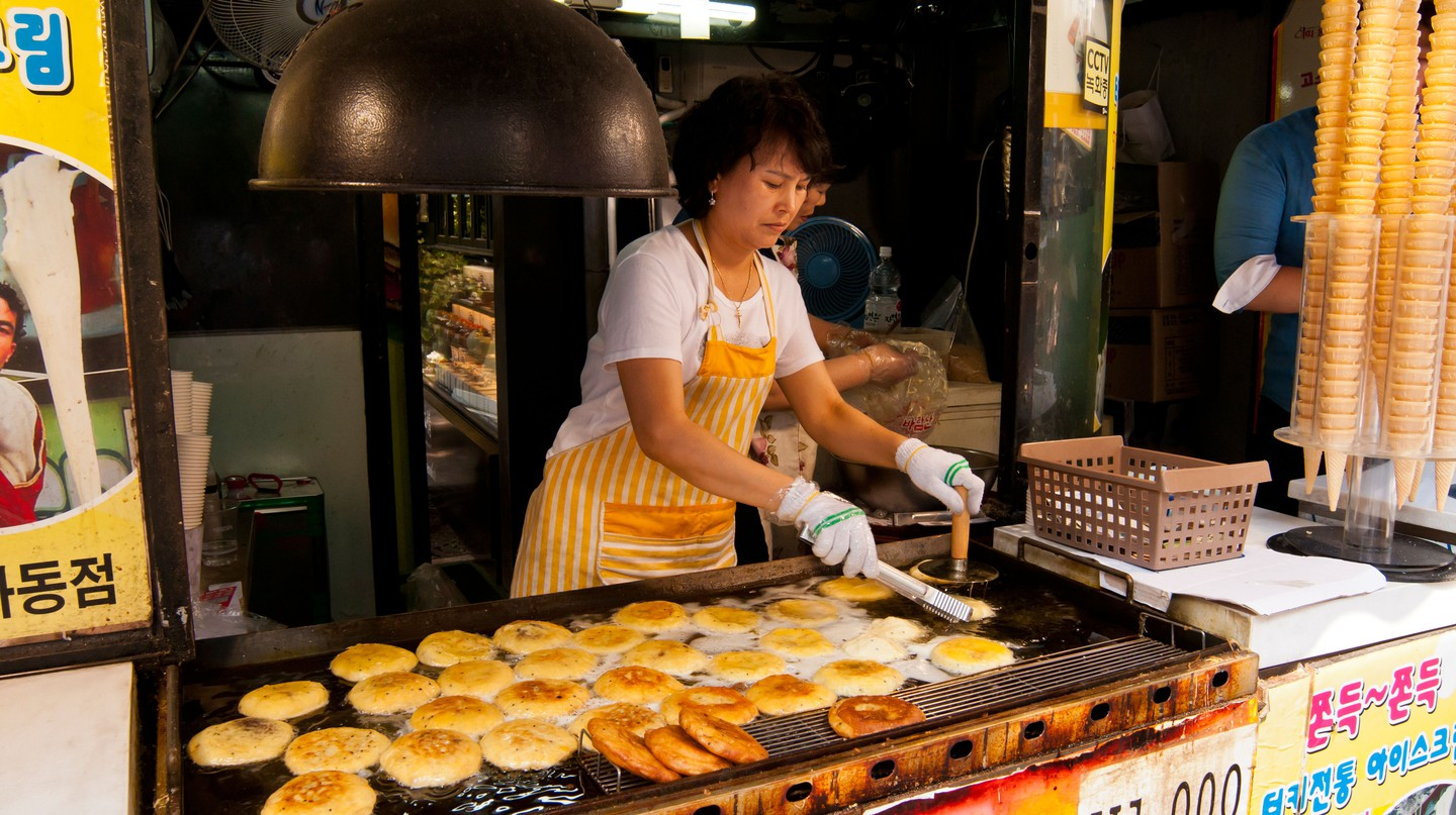 One of the many food stalls in Insadong that are worth a visit