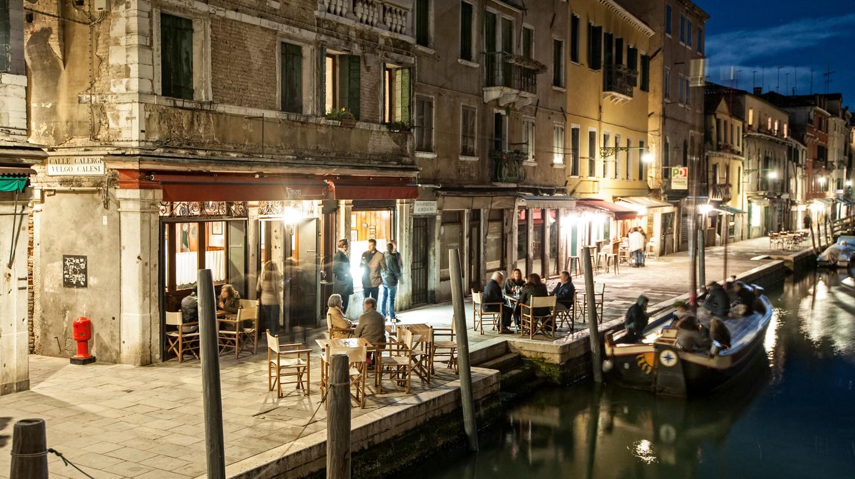 Spend the night exploring Cannaregio's authentic Venetian bars