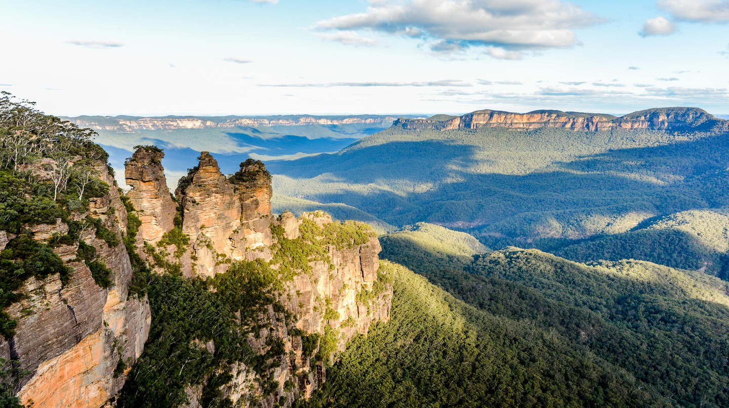 Visit the Blue Mountain region's most famous and accessible attraction – The Three Sisters