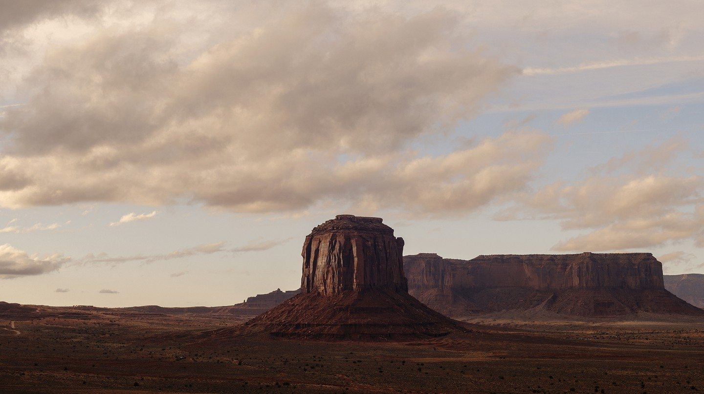 Monument Valley is located on the Arizona-Utah border and is home to numerous natural monuments that rise out of the desert landscape.