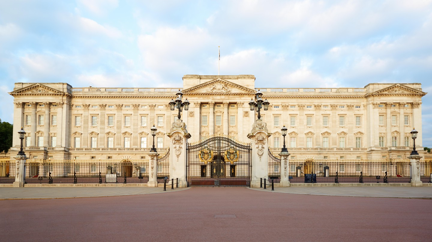 See major sights like Buckingham Palace from a new perspective