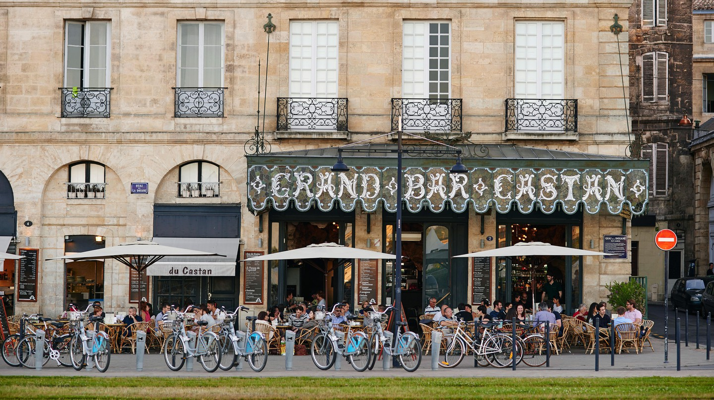 Pick up a V3 rental bike to begin exploring Bordeaux on two wheels