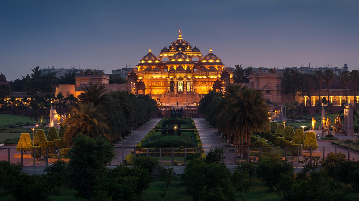 Swaminarayan Akshardham temple at night