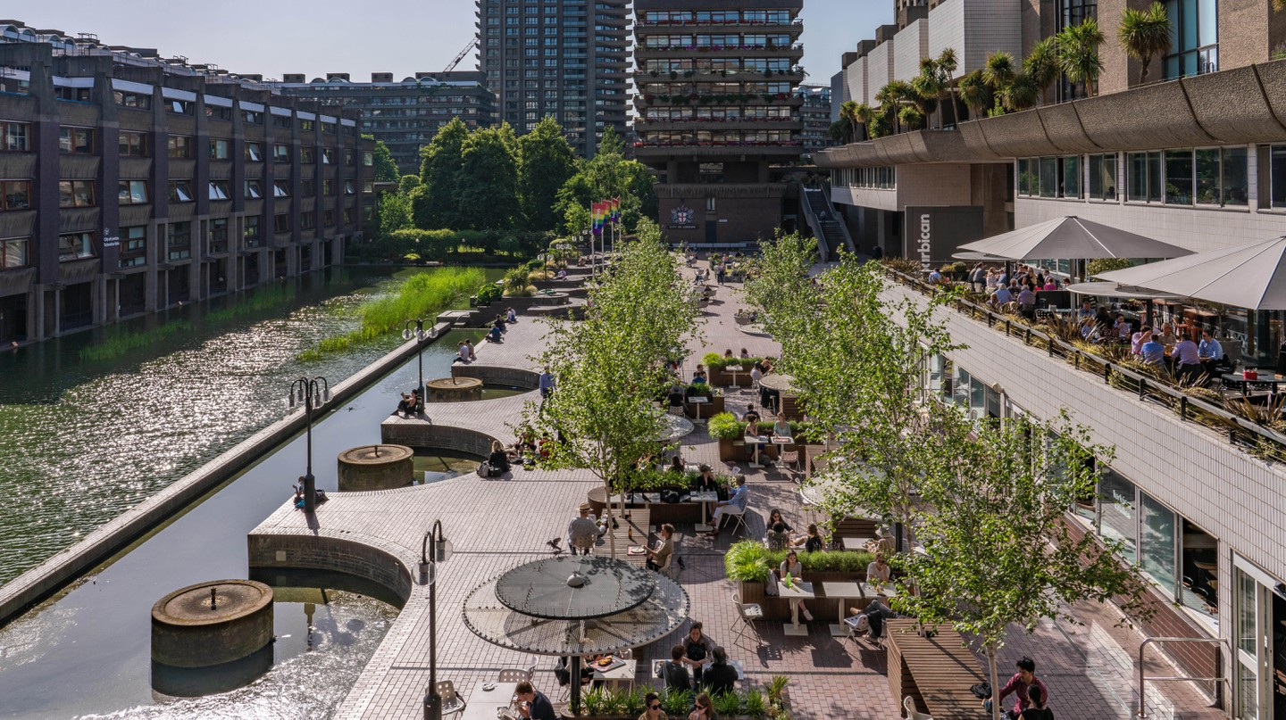 The Barbican Centre hosts classical and contemporary music concerts, theatre performances, film screenings and art exhibitions