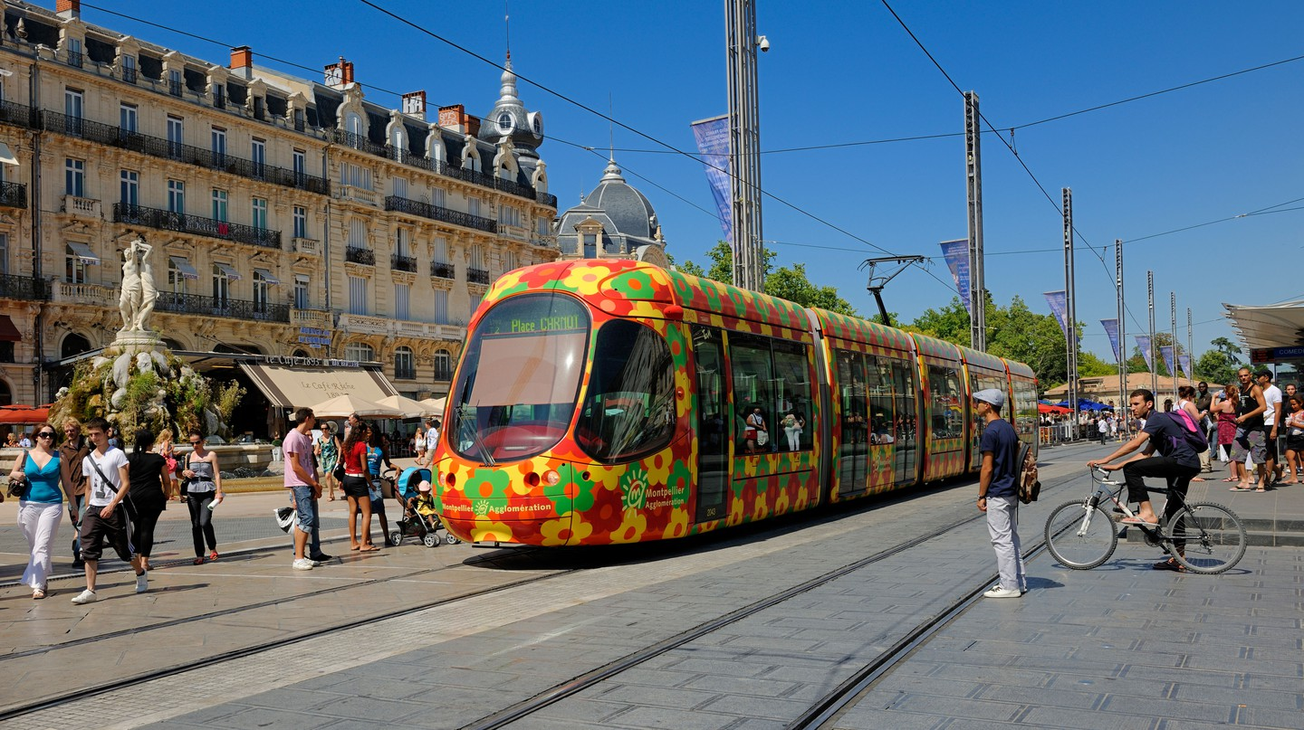 In Montpellier's historical centre the Ecusson tramway goes past Place de la Comedie