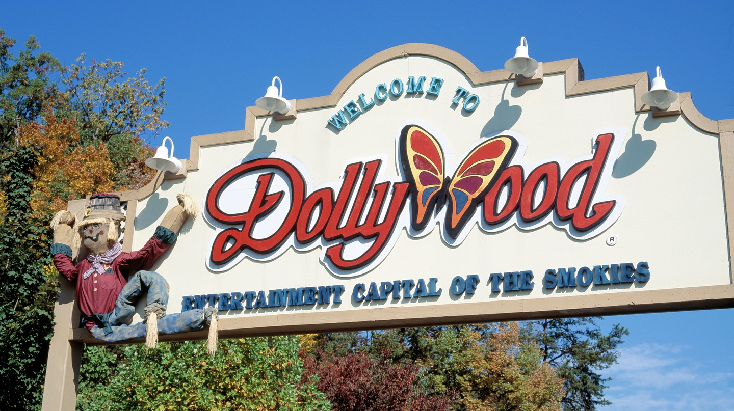 Dollywood, jointly owned by legendary country singer Dolly Parton, is one of Tennessee's must-visit attractions
