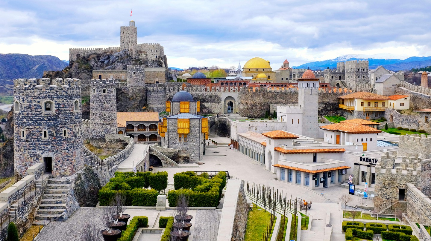 Rabati Castle developed under the influence of many different cultures, and is home to a church, mosque and synagogue
