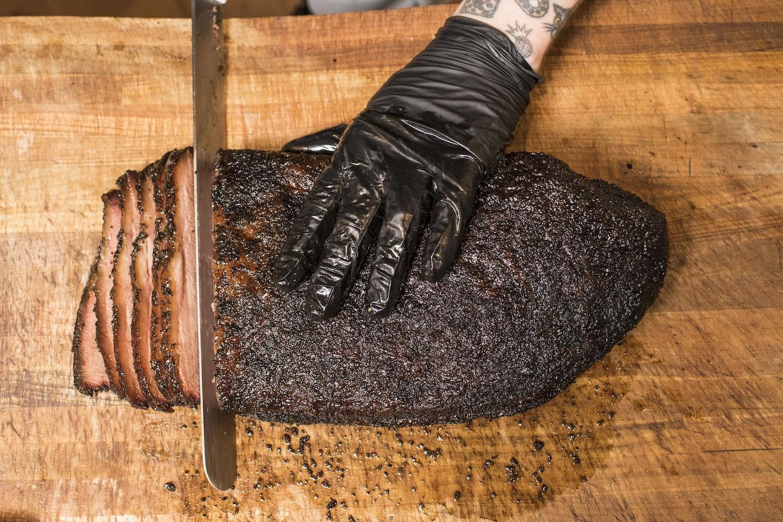Cortar pechuga en Franklin BBQ