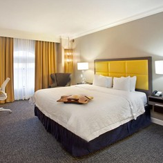 Hampton Inn & Suites – Downtown
