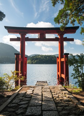 A red torii gate on the shores of Lake Ashi in Hakone, Japan.
