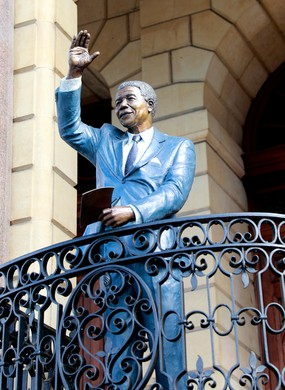 Statue of Nelson Mandela by Xhanti Mpakama and Barry Jackson