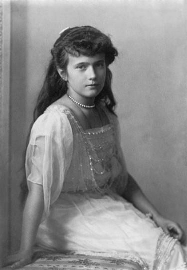 Grand_Duchess_Anastasia_Nikolaevna_Crisco_edit_letters_removed