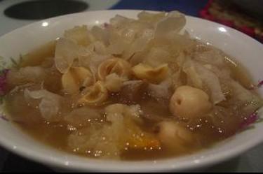White fungus soup