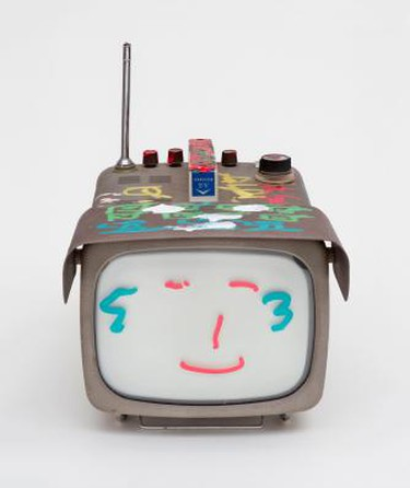 Nam June Paik, Transistor Television, 2005. Permanent oil marker and acrylic paint on vintage transistor television, 31.8 x 24.1 x 40.6 c). Nam June Paik Estate | © Ben Blackwell