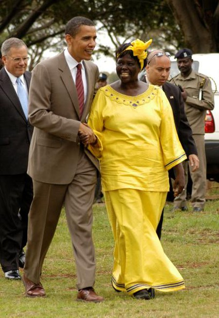 Barack Obama and Wangari Muta Maathai walk together in Nairobi | © Fredrick Onyango / Wikimedia Commons