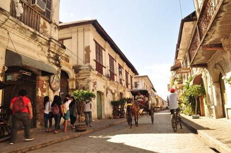 Calle Crisologo, Vigan City, Ilocos Sur by Joelador   Wikimedia Commons