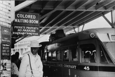 Du Bois encountered Jim Crow segregation for the first time when he attended Fisk University in Tennessee. This photo was taken at a bus station in North Carolina | © BaomoVW/WikiCommons