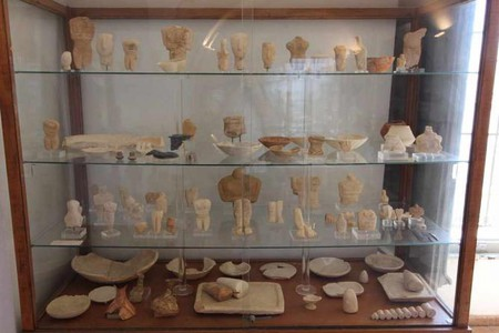Cycladic collection, Archaeological Μuseum of Naxos | © Tilemahos Efthimiadis/WikiCommons