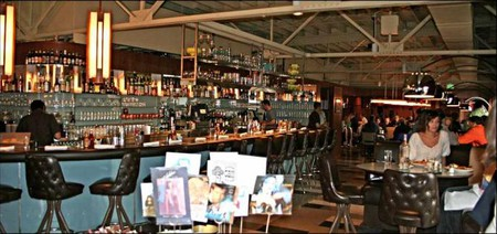The interior of Stueben's restaurant and bar area.
