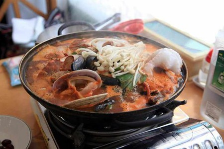 Busan Seafood Soup   © Beinuo/WikiCommons