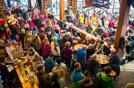 Apres ski at Merlin's © Mike Crane/Tourism Whistler