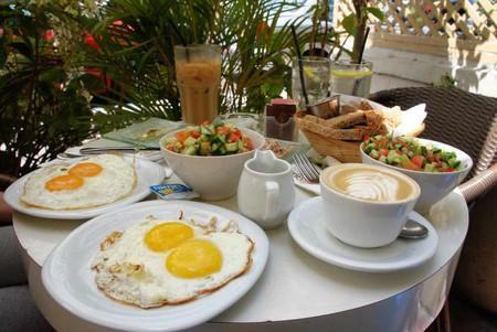 Israeli breakfast   © Or Hiltch/ Wikipedia